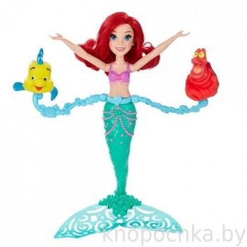 Кукла Ариэль русалочка, плавающая в воде
